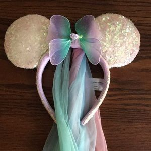 Disney's Minnie/Mickey eats fairy sequins